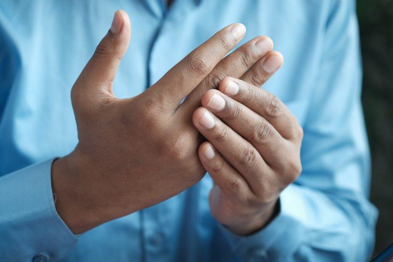 Drętwienie rąk jako objaw o wielu podłożach
